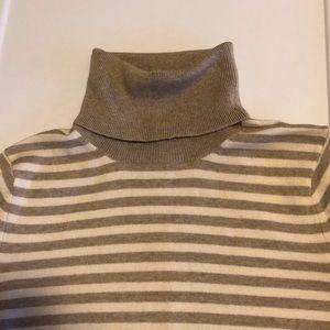 Banana Republic turtleneck sweater Size S!